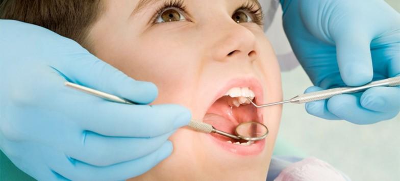 Если на десне свищ, помогут в центре стоматологии