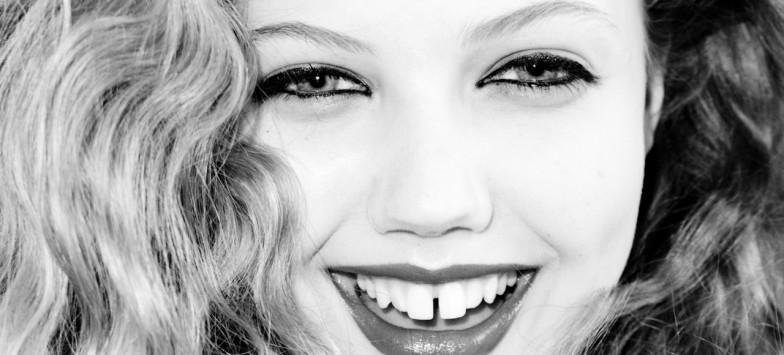 Как убрать щель между передними зубами в стоматологии в Туле